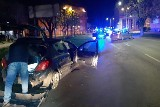 Częstochowa. Policyjny pościg ulicami miasta. 26-latek taranował radiowozy, padły strzały. Dwie osoby zostały zatrzymane