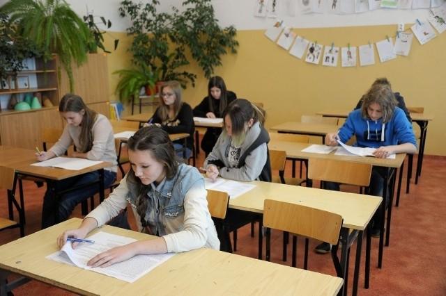 Nadchodzi czas obowiązkowych egzaminów w szkołach. Uczniowie PG 2 w grudniu zmagali się z testami próbnymi.