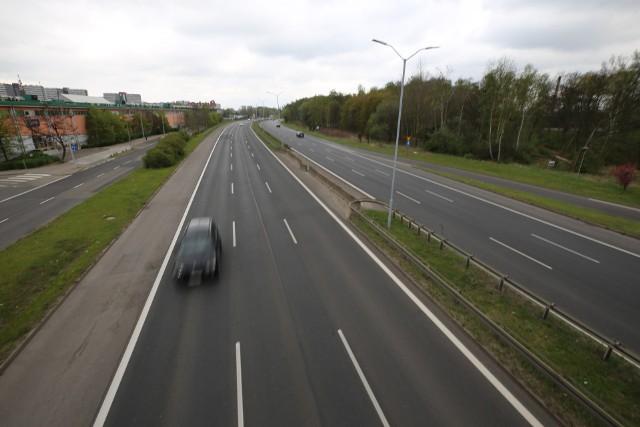 DTŚ w czasie pandemii koronawirusa. Na głównej trasie aglomeracji auta można policzyć na palcach jednej ręki.Zobacz kolejne zdjęcia. Przesuwaj zdjęcia w prawo - naciśnij strzałkę lub przycisk NASTĘPNE
