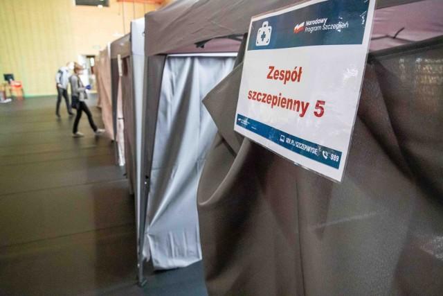 Punkt szczepień powszechnych przy ul. Broniewskiego w Białymstoku.