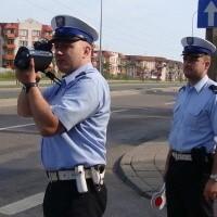W piątek laserowym miernikiem mierzyli prędkość sierżanci ełckiej policji: Tomasz Korszeko ( z lewej) oraz Rafał Przyborowski
