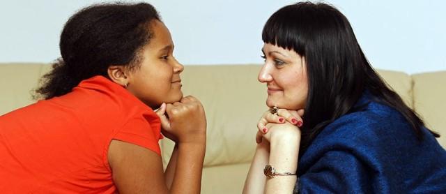 - Koleżanki i koledzy w szkole wiedzą, że mama to ktoś ważny - opowiada Weronika. - Ja sama nie mówię, że mama jest wojewodą. Dla mnie to mama.