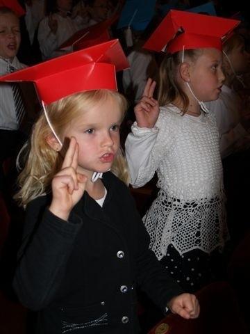Dzieci ślubowały być dobrymi uczniami i Polakami