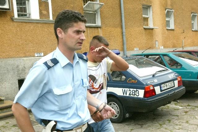 Bandyci zostali wczoraj przewiezieni z policyjnej izby zatrzymań do aresztu śledczego. Sąd Rejonowy w Świnoujściu  wydał decyzję o tymczasowym aresztowaniu na trzy miesiące. Wszyscy podejrzani mieszkają w Świnoujściu. Większość jest już dobrze znana policji, która zapewnia, że w najbliższych dniach zatrzyma pozostałych bandytów.