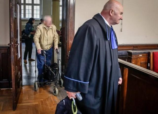 zdj. archiwalne: Sylwester P. wchodzi na sądową salę w maju 2018 roku na początku procesu