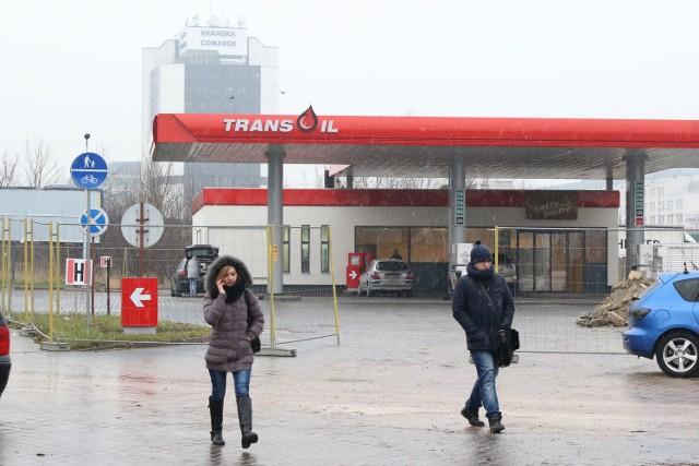 Na stacji paliw przy alei Solidarności w Kielcach na kierowców czeka niespodzianka. Po remoncie wita ich nowa marka dystrybucji paliw w Kielcach - Transoil.