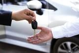 Uwaga. Zmiana przepisów. Kupiłeś lub sprzedałeś samochód? Powiadom urząd. Po 60 dniach może być kara