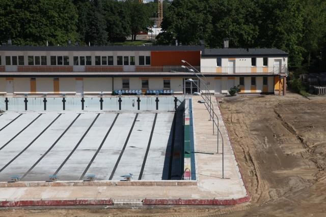 Wiadomo już, że basen będzie zamknięty także w te wakacje. Przedstawiciele MOSiR zapewniają, że chcieliby przygotować pływalnię na sezon letni 2016