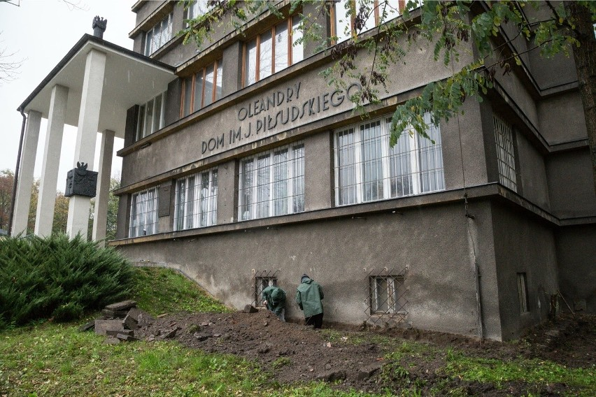 Kraków. Miasto odbija Dom Piłsudskiego od piwnic