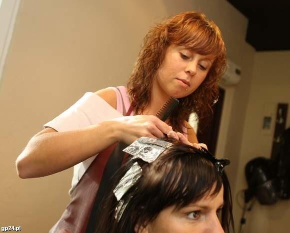 Aleksandra Gwóźdź ze Słupska za dotację z PUP wyposażyła swój zakład fryzjerski.