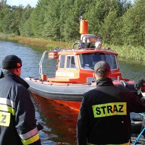 Poszukiwania zaginionej awionetki na jeziorze Dworackim