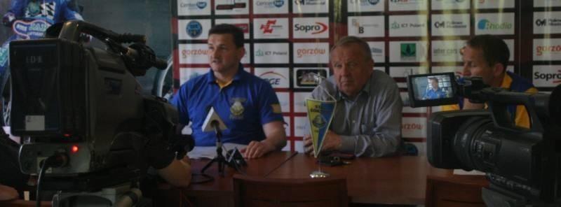 W czasie dzisiejszej konferencji prasowej Władysław Komarnicki zaapelował do Roberta Dowhana o spotkanie i wypracowanie sposobu walki z pseudikibicami z obu drużyn.