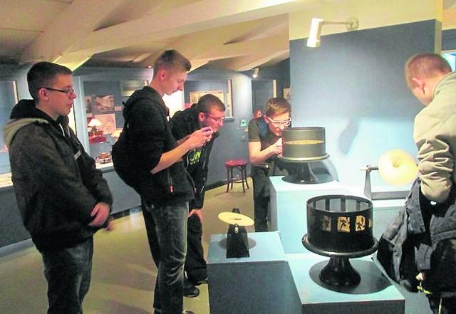 Uczniowie z niżańskiego elektryka podczas praktyk poznają nowoczesną technikę na niemieckich wystawach