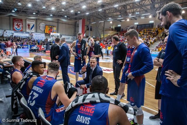 Trener Kinga Szczecin, Rolandas Jarutis, zaczął dobrze pracę z Kingiem. Wygrał mecz derbowy z PGE Spójnią.