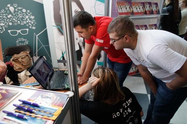 W tegorocznej edycji Salonu bierze udział około 6. tys. młodych ludzi ze szkół średnich z całego województwa.