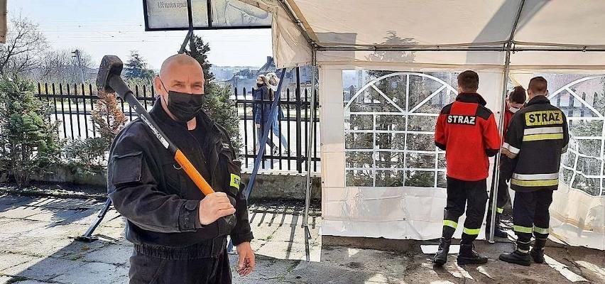 W sobotę 17 kwietnia strażacy OSP z Nakła rozstawili przy...