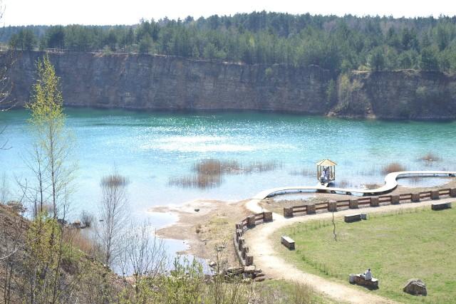 Park Gródek zachwyca. Lazurowa woda, strome klify. Prawie jak w Chorwacji lub na MalediwachZobacz kolejne zdjęcia. Przesuwaj zdjęcia w prawo - naciśnij strzałkę lub przycisk NASTĘPNE