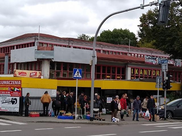 Obecnie plac targowy nie może być określany jako wizytówka miasta.