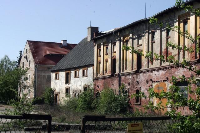 Budynki dawnych PGR-ów często popadają w ruinę. Ale nie zawsze. W wielu przejętych budynkach wciąż jest prowadzona produkcja. Zdjęcie ilustracyjne