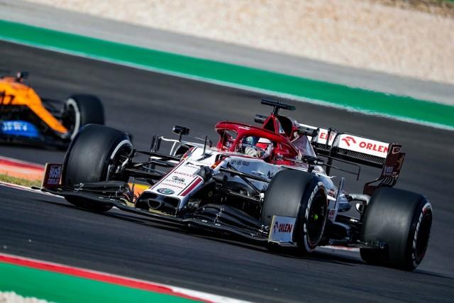 Genialne kółko Raikkonena. Kierowca Alfa Romeo awansował na nim o dziesięć pozycji!
