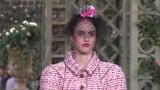 16-letnia córka Cindy Crawford Kaia Gerber na wybiegu Chanel podczas Paris Fashion Week