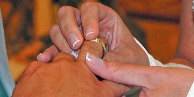 WSzczecinie udziela się około dwudziestu ślubów tygodniowo (najwięcej w okresie letnim). Według ostrożnych szacunków przynajmniej kilka z tych par skorzysta z preferencyjnego kredytu na dom lub mieszkanie.