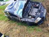 Dachowanie samochodu osobowego. Jedna osoba ranna
