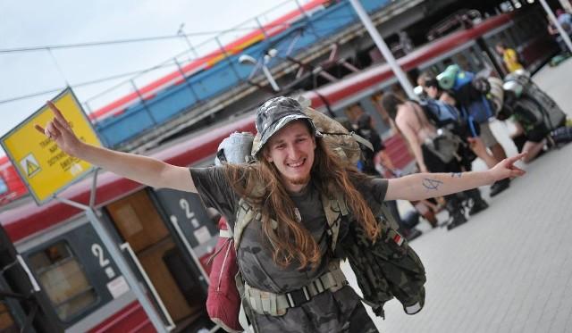 PolAndRock Festival 2019 - jak co roku tysiące uczestników dojadą do Kostrzyna nad Odrą pociągami. Sprawdź rozkład jazdy i ceny biletów.