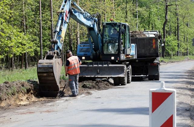 Ulica Południowa remontowana jest od 8 maja. Robotnicy Przedsiębiorstwa Budowy Dróg i Mostów ze Świecia nad Wisłą zdążyli już usunąć pnie drzew rosnących najbliżej ulicy oraz umocnić pobocza, aby można było poszerzyć jezdnię. Ma ona mieć 5,5 metra.  W ramach remontu przebudowane zostanie skrzyżowanie ul. Południowej z Zaleśną, gdzie zniknie osobny pas prawoskrętu, a wyjazd w stronę ul. Konarskiego zostanie znacznie poszerzony.