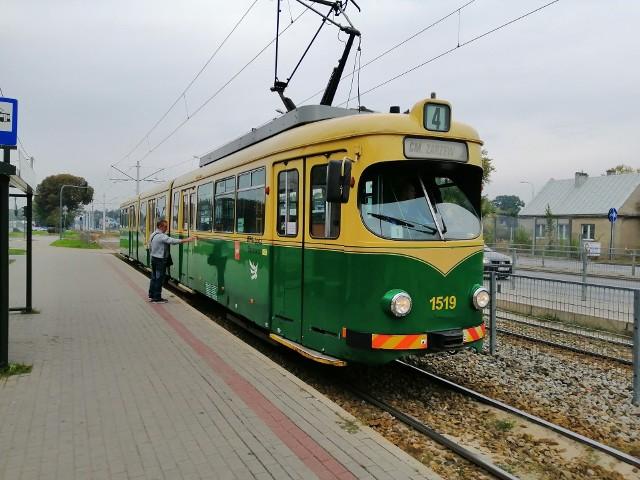 To już prawdziwy zabytek - malowany na zielono wagon Duewag GT8N, który liczy sobie prawie 60 lat!