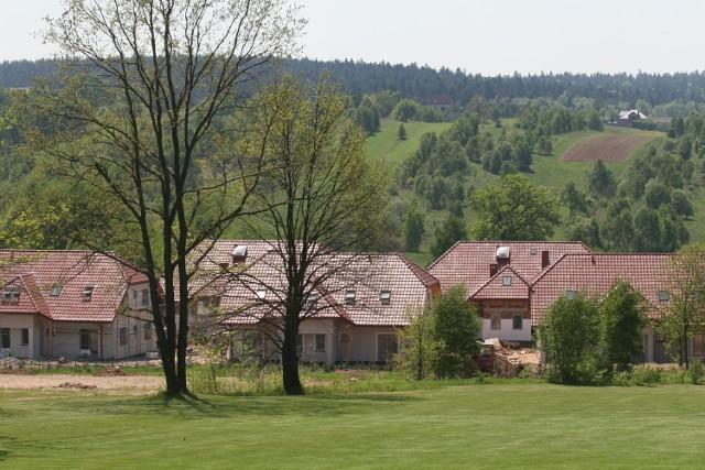 Nowoczesne centrum rehabilitacji powstaje w gminie Zagnańsk. Będzie klinika, część noclegowa, basen i stajniaOśrodek zlokalizowany jest w urokliwej okolicy – we wsi Chrusty w gminie Zagnańsk.
