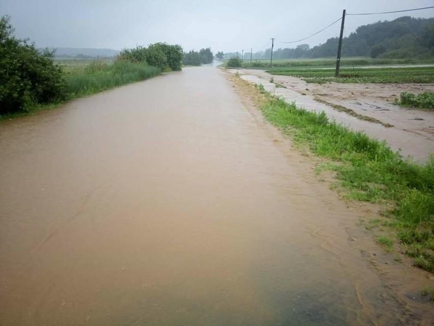 Trudna sytuacja, rzeki wylały w gminie Przeworno w okolicach...