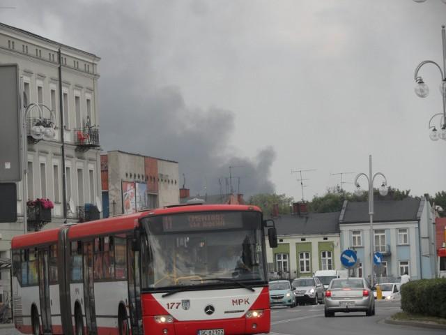 Pożar na Mirowie gasi 15 zastępów straży pożarnej