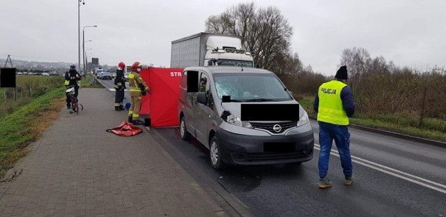Nakielscy policjanci pod nadzorem prokuratora wyjaśniają okoliczności tragicznego w skutkach wypadku drogowego, do jakiego doszło w piątek (27 listopada) w Paterku