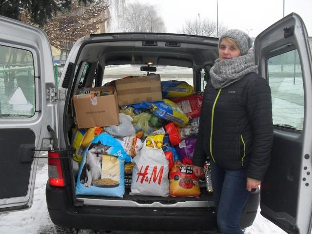 Arletta Urbanowska cieszy się z efektów akcji pomocy zwierzętom