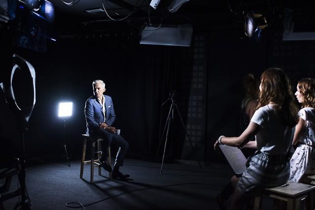 Milionerzy TVN to teleturniej, w którym należy prawidłowo odpowiedzieć na dwanaście pytań, by wygrać główną nagrodę.