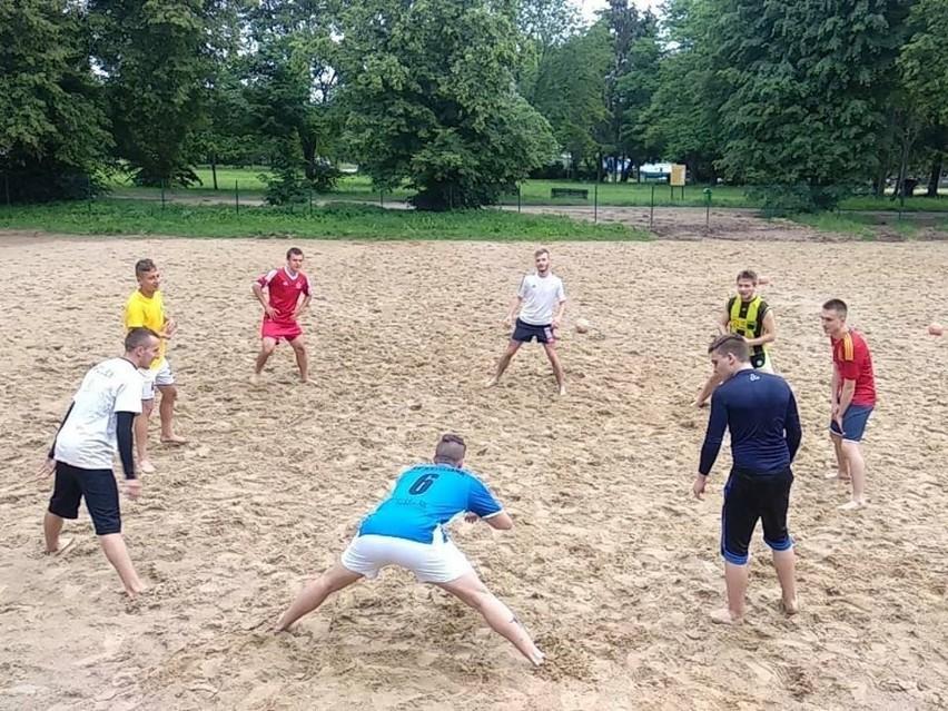 Ekipa KP Rapid Lublin przygotowuje się do młodzieżowych mistrzostw Polski w beach soccerze