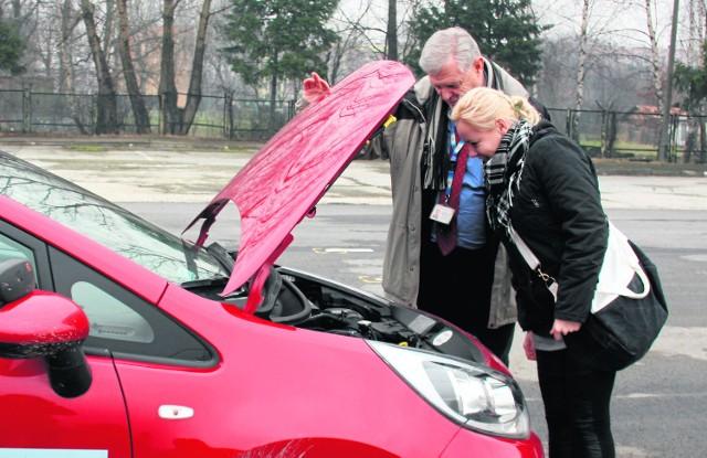 Pierwszy egzamin. Trzeba wiedzieć, co samochód ma pod maską.