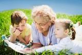Życzenia na Dzień Babci 2021. Najpiękniejsze, wyjątkowe słowa, wierszyki. Gotowe krótkie rymowane życzenia dla babci do laurki i SMS