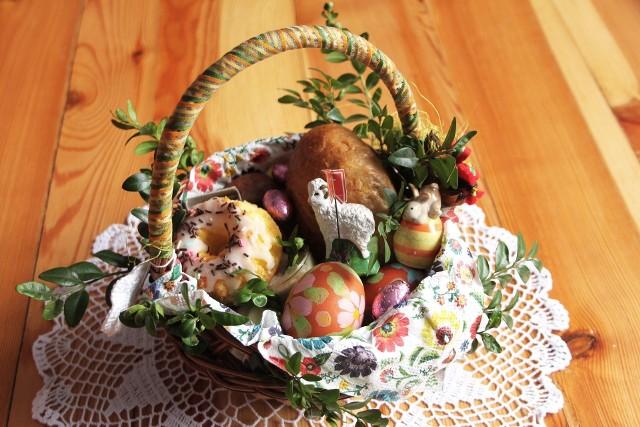 Koszyk ze święconkąW 2021 r. święcenie pokarmów będzie mogło odbyć się w kościołach, z zachowaniem reżimu sanitarnego.