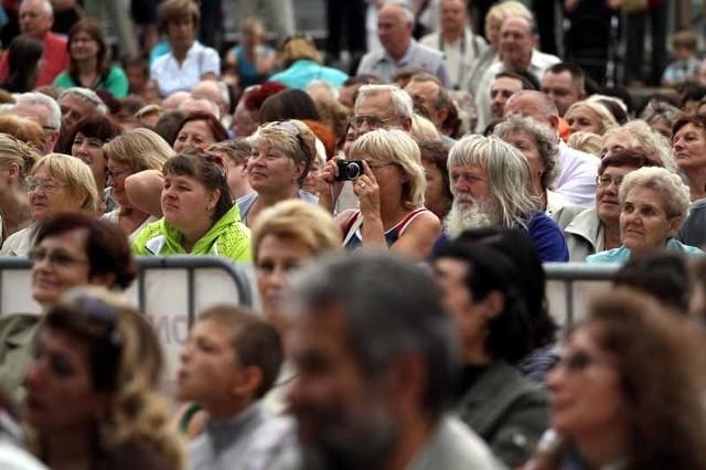 Podczas wczorajszego koncertu finałowego organizatorzy szczególnie podziękowali publiczności, która w tym roku tłumnie przychodziła na koncerty i do późnych godzin wieczornych bawiła się przy muzyce folkowej