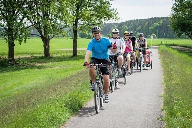 Informatycy wsiadają na rowery, by pomagać