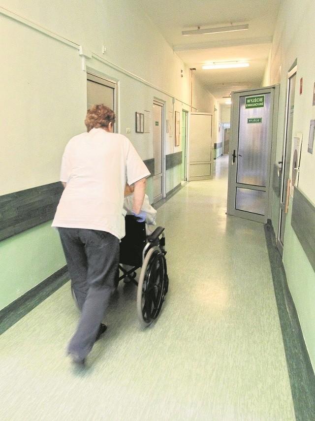 Czasem osoby starsze wolą spędzić święta w szpitalu, niż samotnie