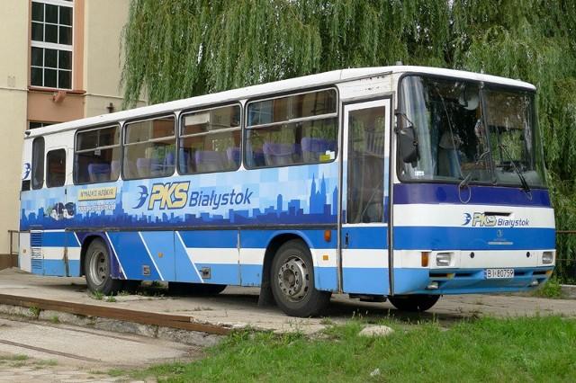W tym autobusie stojącym przy starej elektrowni wyświetlane będą filmy.