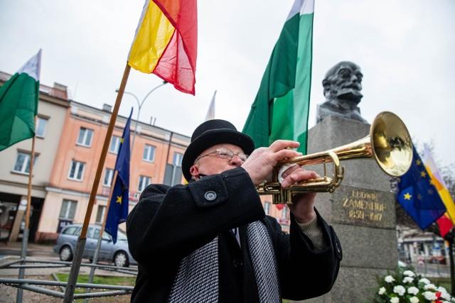 """104. rocznica śmierci Ludwika Zamenhofa. Z tej okazji Bogdan Kostecki wykonał na trąbce utwór """"Il Silenzio""""."""