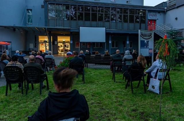 Kino plenerowe w Bytomiu już ruszyło. Będzie także... kino samochodowe. Zobacz kolejne zdjęcia. Przesuwaj zdjęcia w prawo - naciśnij strzałkę lub przycisk NASTĘPNE >>>