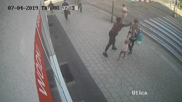 Prokuratura umorzyła śledztwo w sprawie kobiety, która zaatakowała ciężarną z dzieckiem na ul. Głogowskiej w Poznaniu