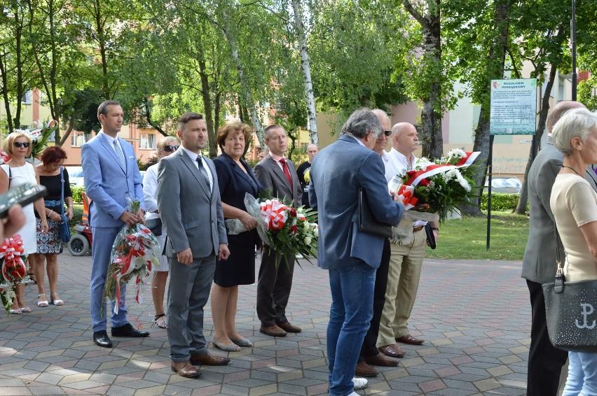 Delegacje złożyły kwiaty pod Pomnikiem Sybiraków