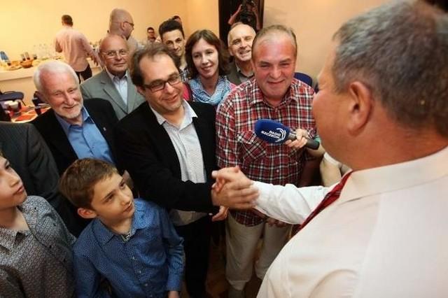 Marek Gróbarczyk z PiS po ogłoszeniu pierwszych sondaży nie krył radości.
