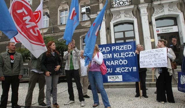 Kilkadziesiąt osób protestowało przed Urzędem Miejskim w Szczecinie.
